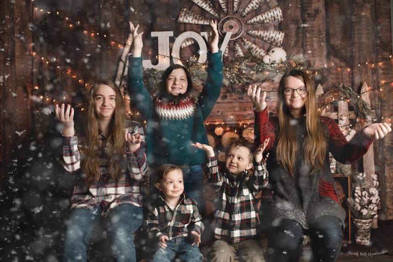 Christmas Mini-Session | Las Vegas Family Photographer | Holiday Card Photos | Christmas Pictures | Studio Portrait | Fake Snow